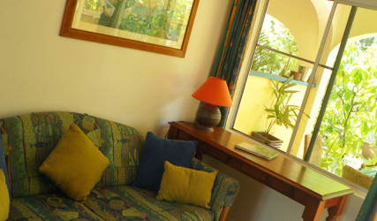 Cheap Accommodation Cairns - Villa Marine Budget Apartment