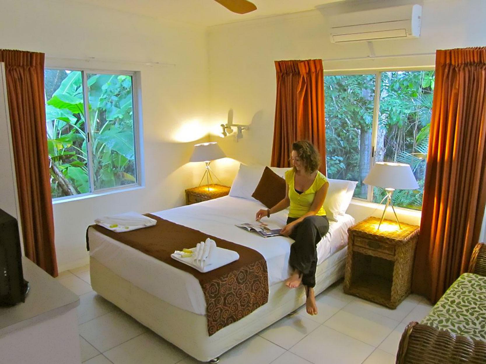 Villa Marine Honeymoon Apartment - Romantic Honeymoon Accommodation Cairns
